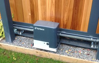 Sliding gate gate motor 230v or 24v. Available to operate gate from 100kg to 4000kg
