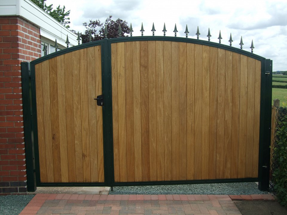 Metal and wood combined gates for Wooden front gates for homes