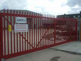 Industrial cantilever sliding gate